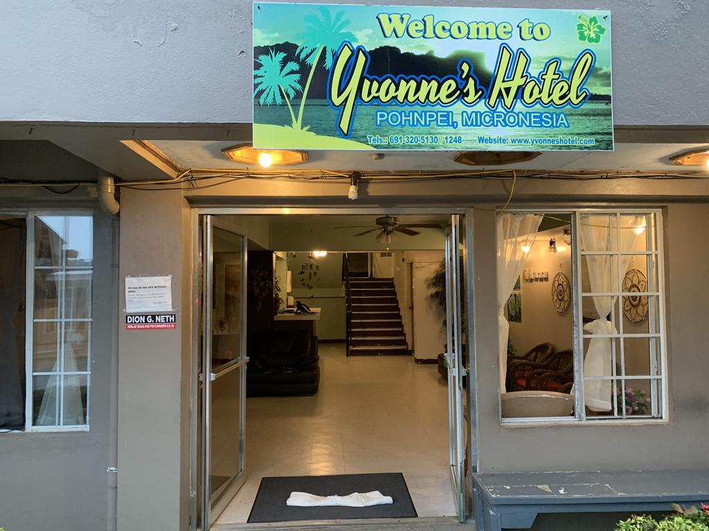 Yvonnes Hotel Logo